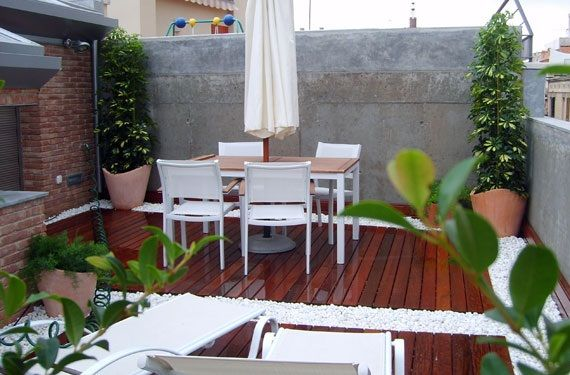 C mo decorar un patio peque o terrazas patios y for Como arreglar un jardin pequeno