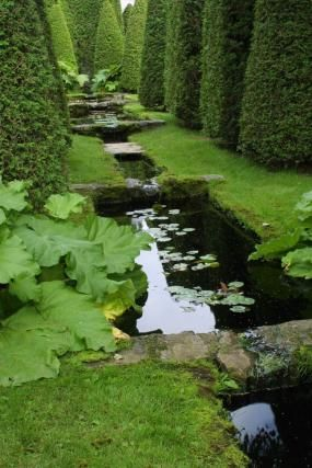 Les Quatre Vents - Water and reflections   Fine Gardening