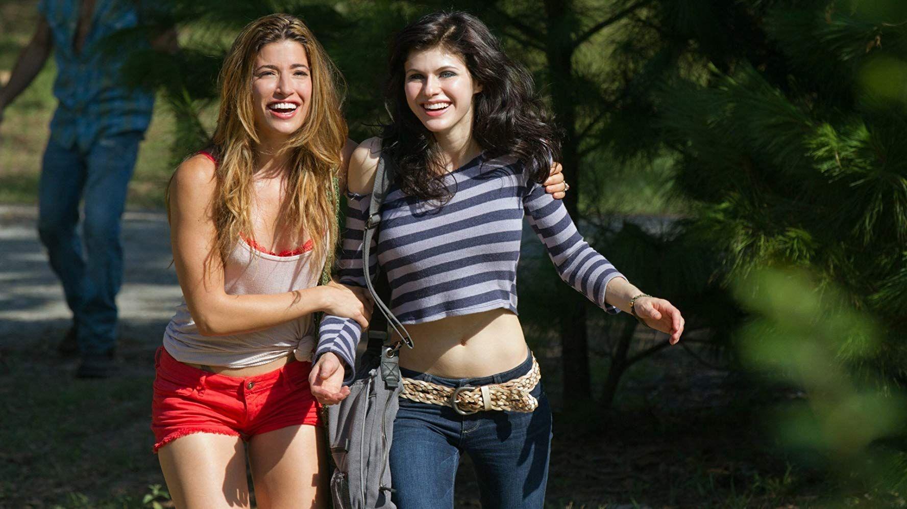 Tania Raymonde And Alexandra Daddario In Texas Chainsaw 3d 2013