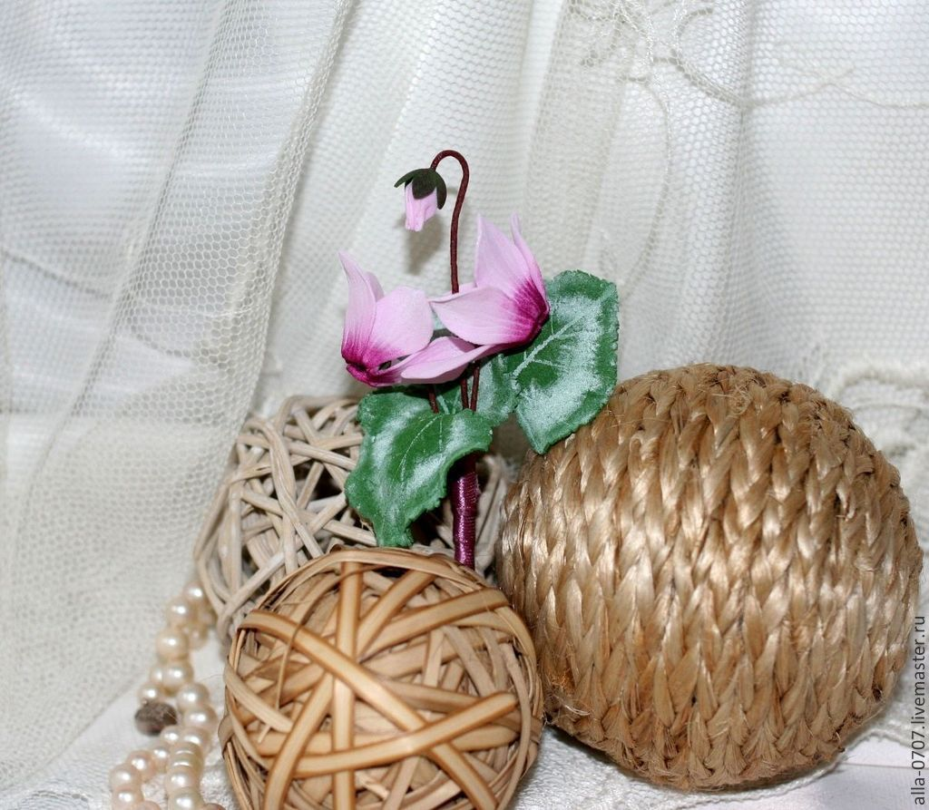 """Купить """"Розовые цикламены"""" Брошь-бутоньерка - розовый, фоамиран, заколка с цветами, заколка-цветок"""