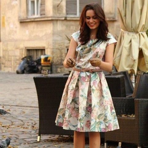 Delicioso vestido floreado. Me encantan las flores