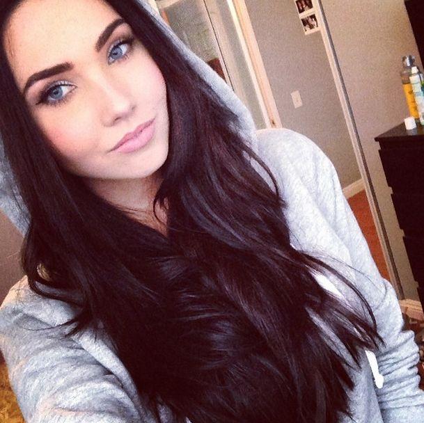 Schwarzes Haar lockig weißes Mädchen