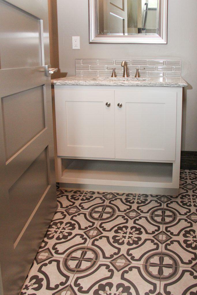 Pattern Bathroom Flooring: Sheet Vinyl Tile, Light Grey ...