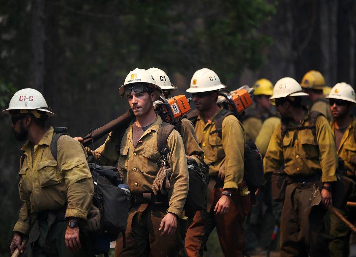 Wildfire Threatens Yosemite National Park Wildland Firefighter Fire Photography Wildland Fire