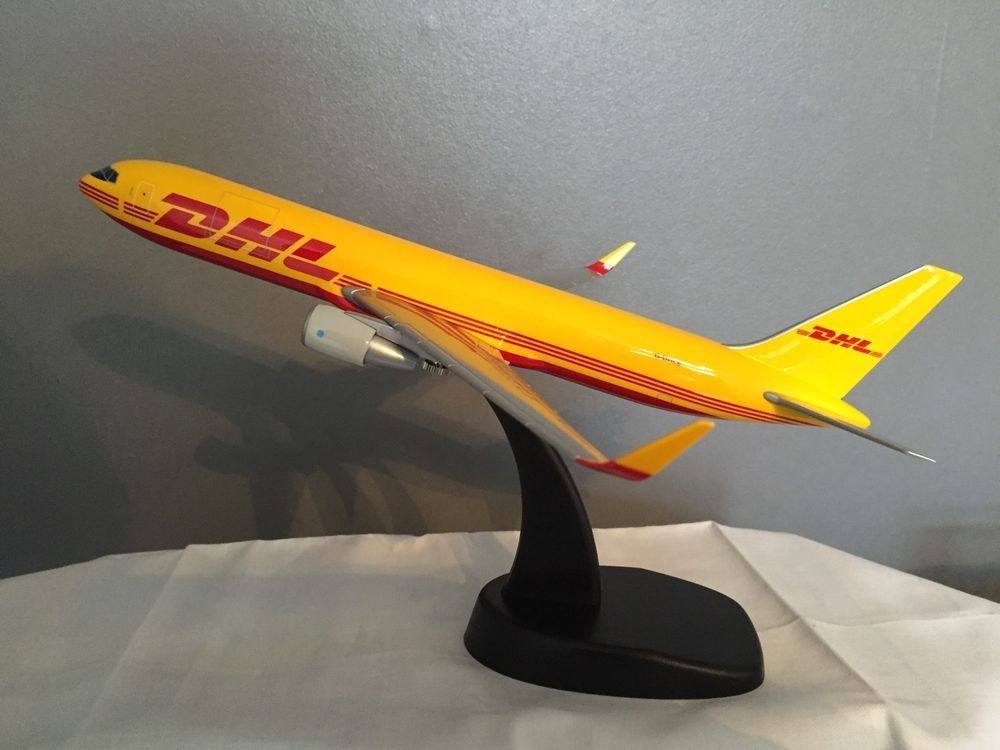 Boeing 767-300ERF DHL Air Pacmin Desktop Model Scale 1200 G-DHLE - how would you weigh a plane without scales