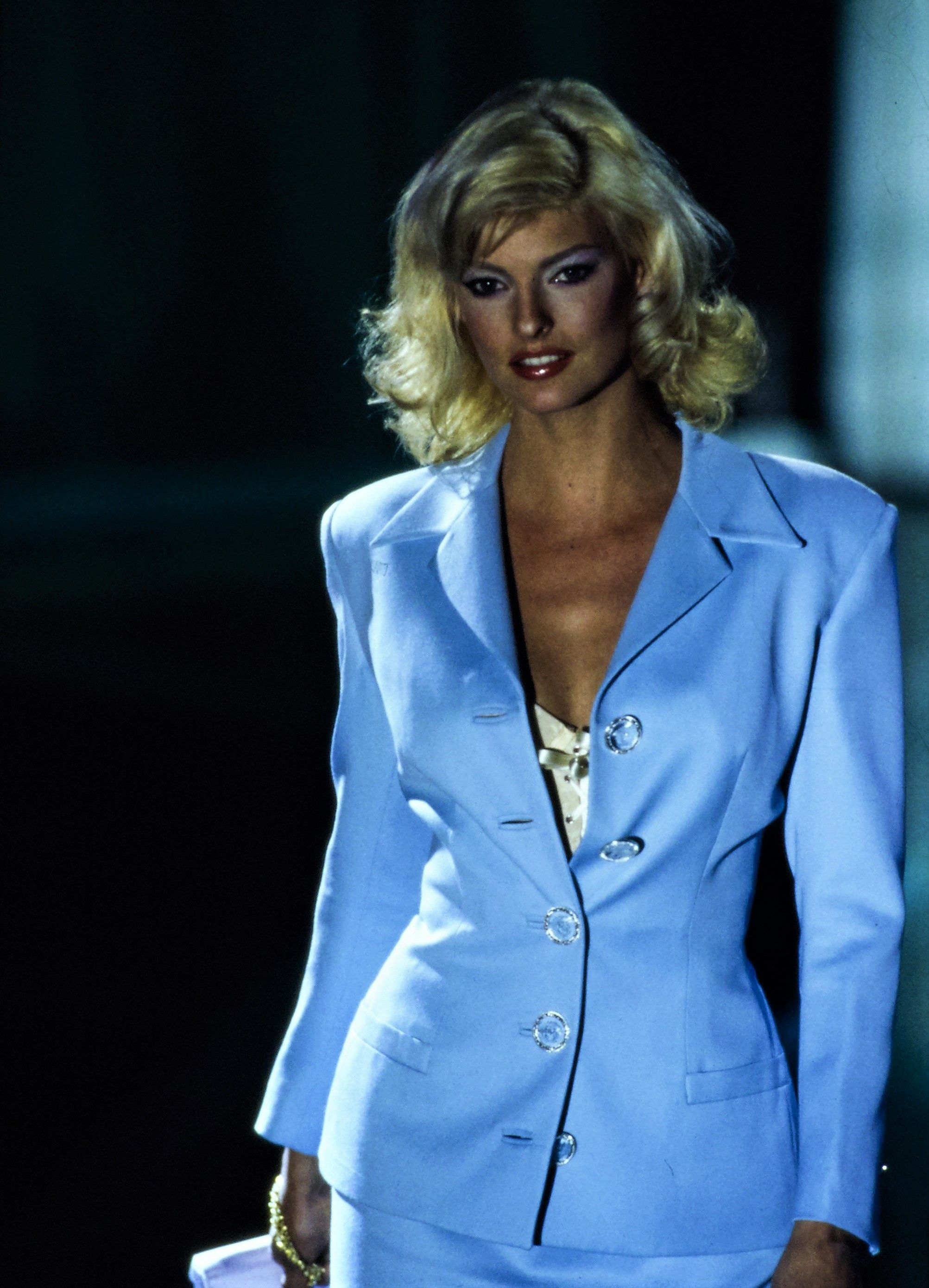 Linda Evangelista walked for Atelier Versace Couture 1995