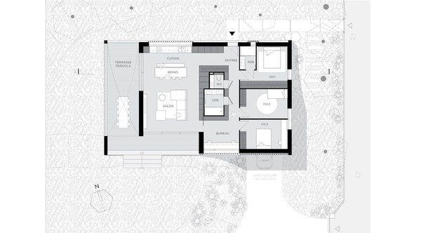 La maison de plain-pied offre 120 m² de surface habitable implantée