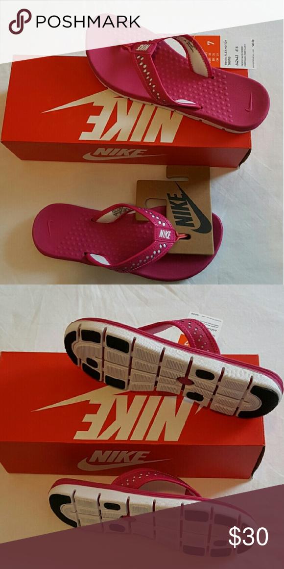 8e1cc9df1fe NWT Nike Women s Flex Motion Thong Shoes Brand New Women s Flex Motion  Thong Shoes Nike Shoes