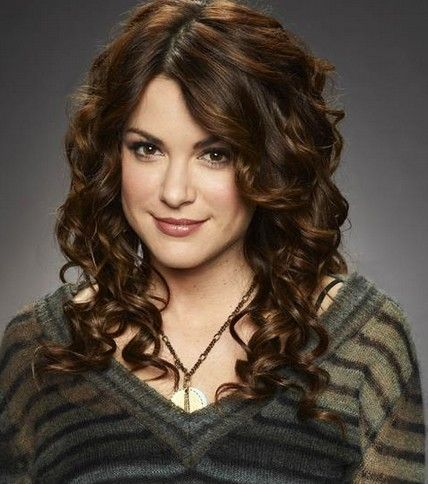 Danneel Ackles' messy curls is gorgeous! I'd love to have this as a hairstyle! #TopshopPromQueen