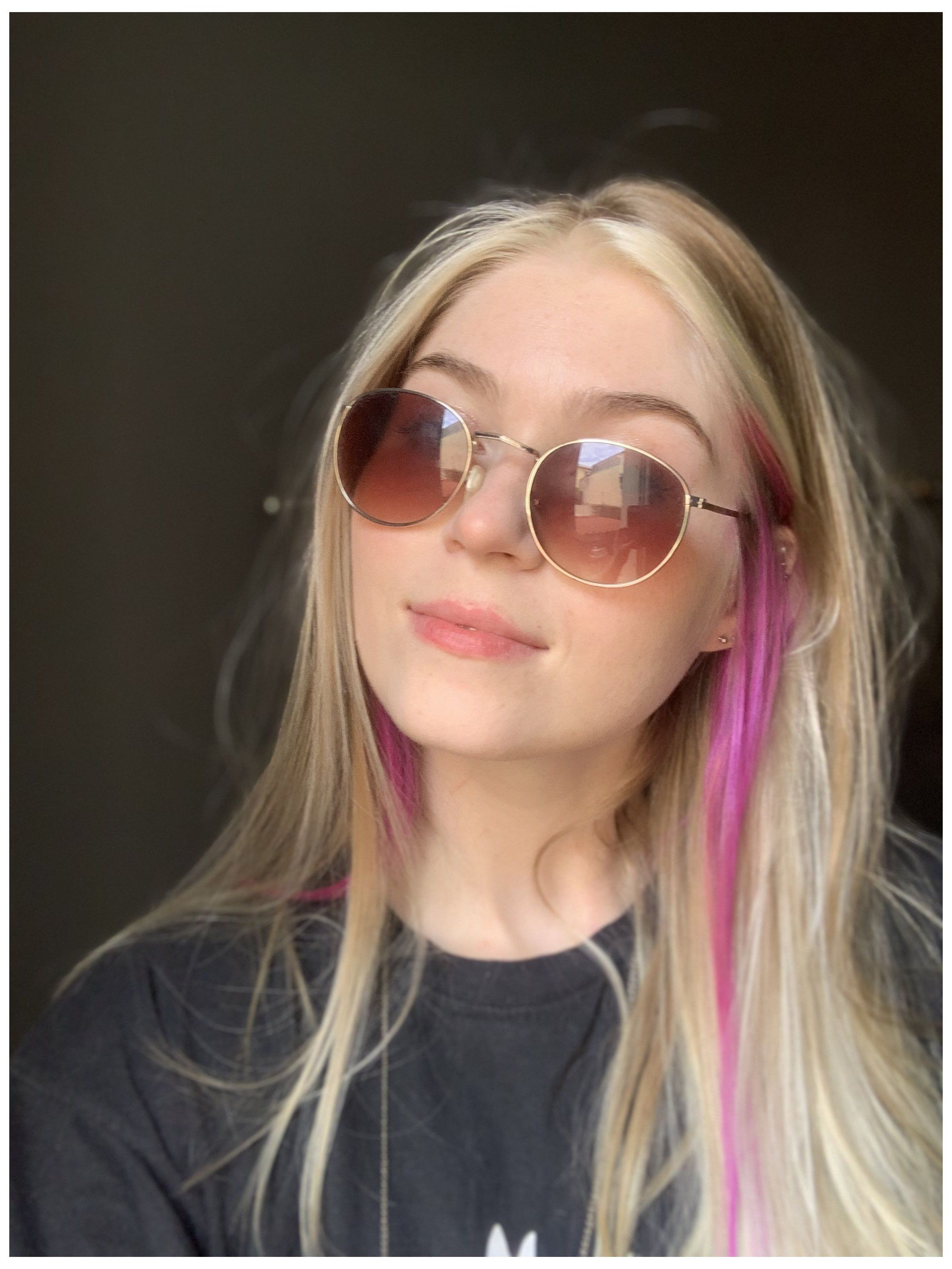 Aesthetic Hair Streak Pink Hair Streaks Marcele Bukvar Pink Hair Bleach Bit Front Hair Streak In 2020 Hair Streaks Blonde Pink Hair Streaks Hair Color Underneath