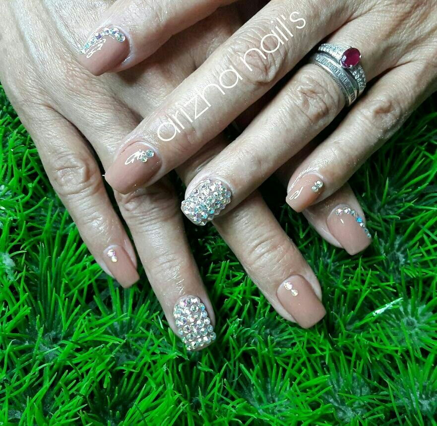 pedreria #uñas #nude Uñas en acrilico y gel, decoradas con pedreria ...