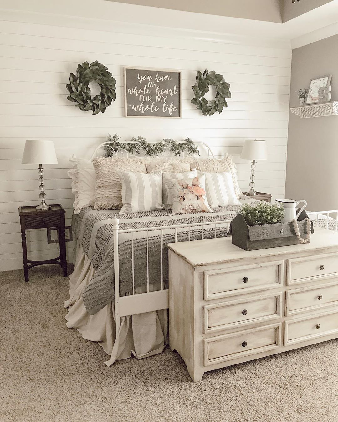 Are you guys loving this vintage bedroom by