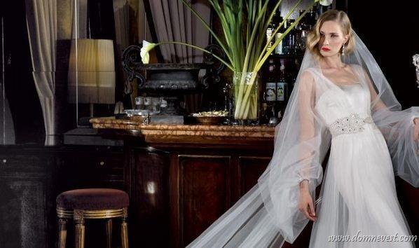 По традиции свадебное платье покупает