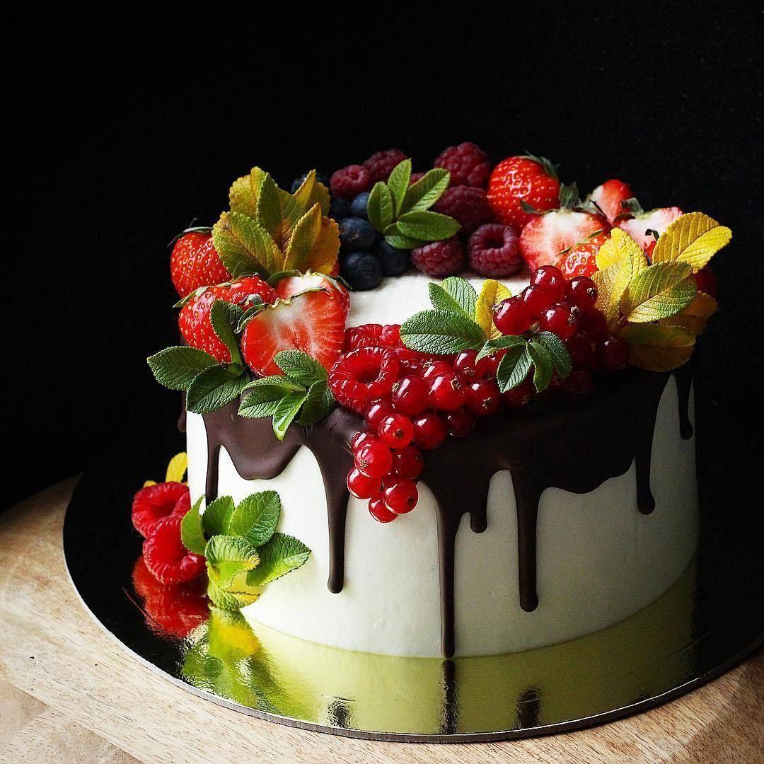 Classic Fruit Birthday Cake Page 17 Of 38 Zzzzllee Prettybirthdaycakes Cake Decorating Books Fruit Birthday Cake Fresh Fruit Cake