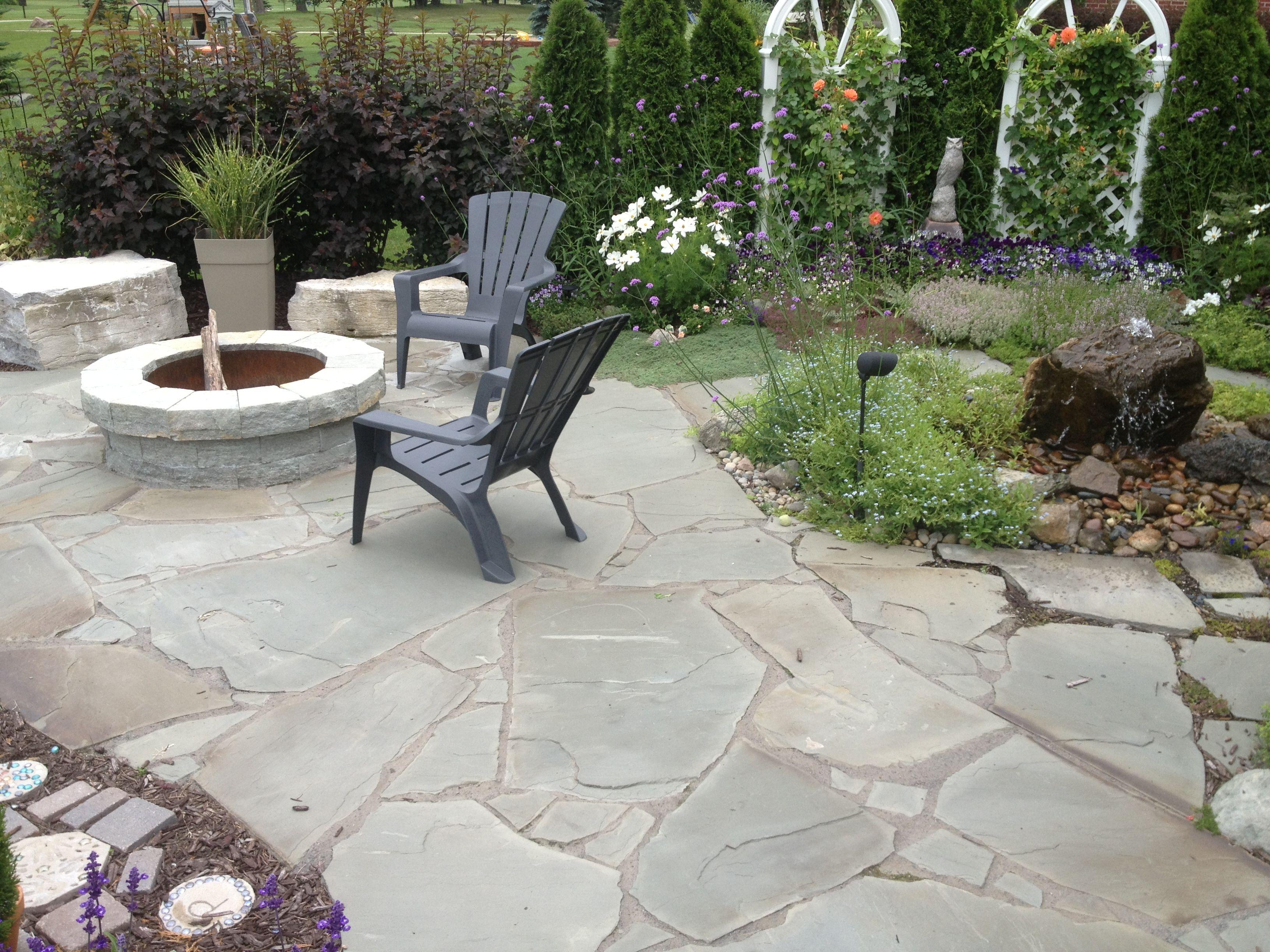 New York Blue Irregular Flagstone Cottage Garden Design Outdoor Patio Fire Pit Patio