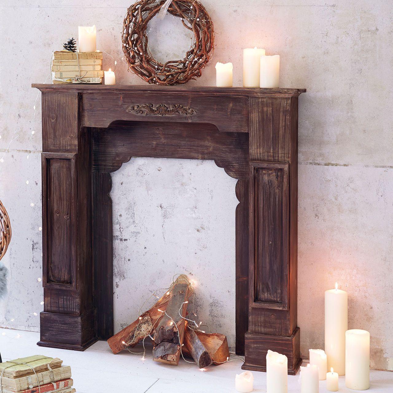 dekorative kaminumrandung aus gemasertem tannenholz