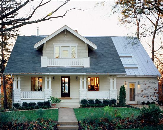 Hausfassade modern bungalow  Unique Spaces: Sears Bungalow Gets a Modern Makeover | Dream homes ...