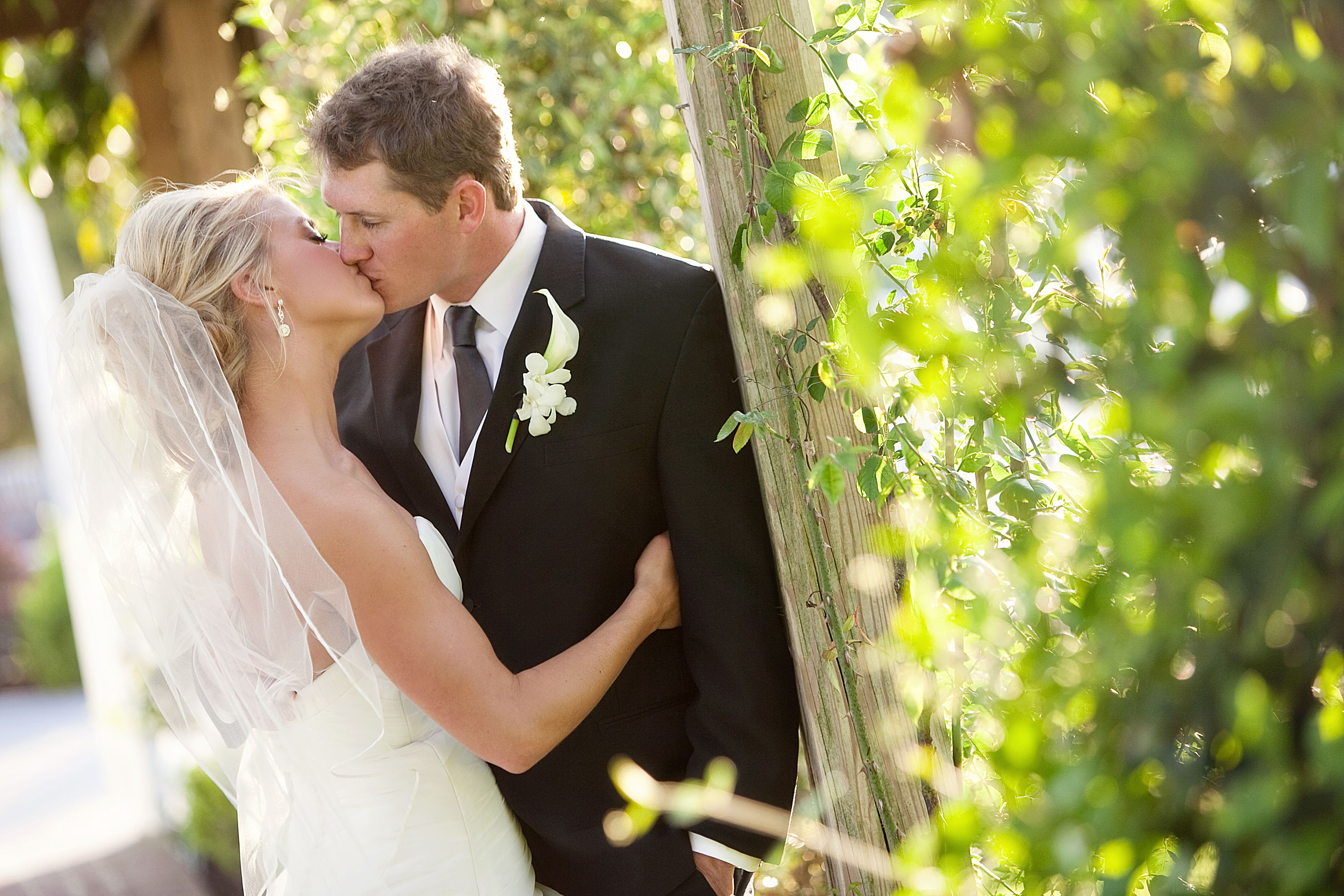 Navy Seal Kisses Wife For First Time Since Accident Viral Video Wedding Wedding Dresses Wedding Planning Tips
