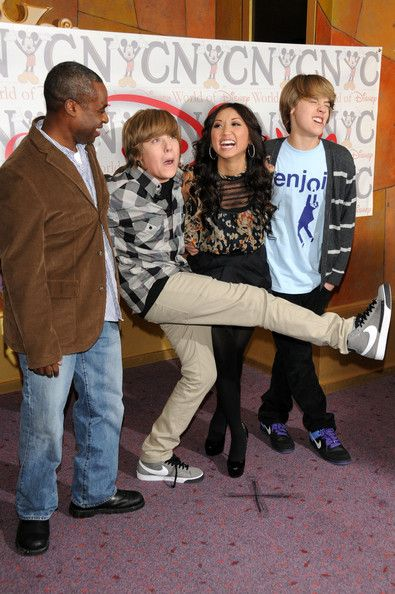 Brenda Song And Cole Sprouse Photos Photos Cast Of The Suite Life On Deck Visit The World Of Disney Dylan And Cole Cole Sprouse Suite Life