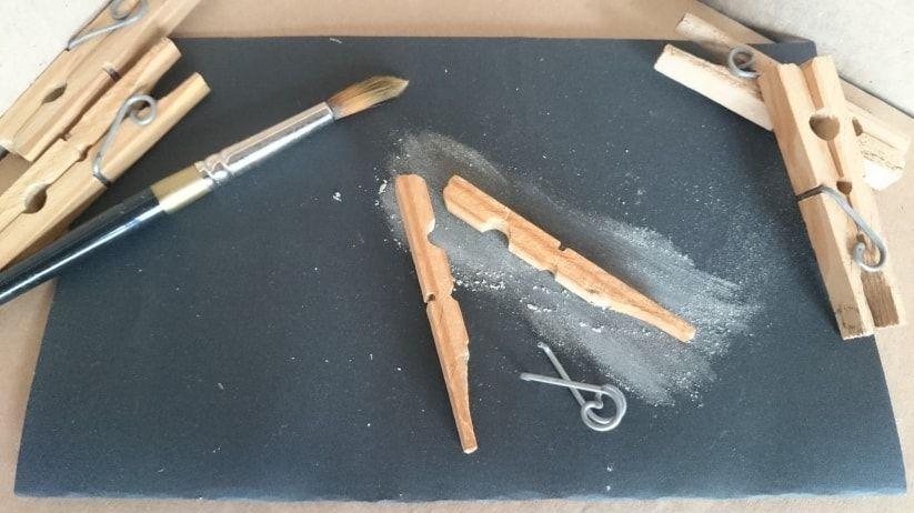 Si eres buena para las manualidades y los proyectos DIY entonces no pierdas detalle de esta idea para hacer unas divertidas pinzas besuconas ¡te encantarán!