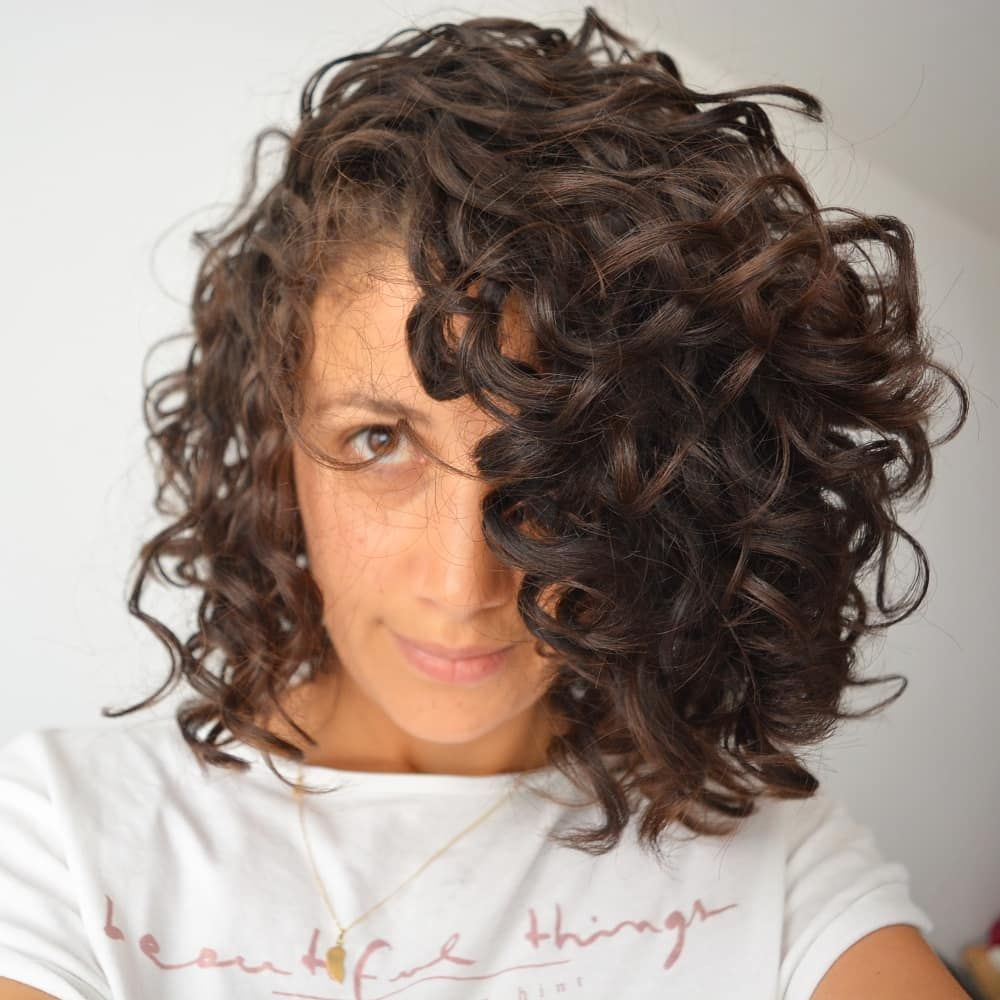 Instagram Ninaturelle Cheveux Boucles Au Naturel Routine Capillaire Realisee Avec Les Prod Natural Curly Hair Care Curly Hair Inspiration Curly Hair Styles