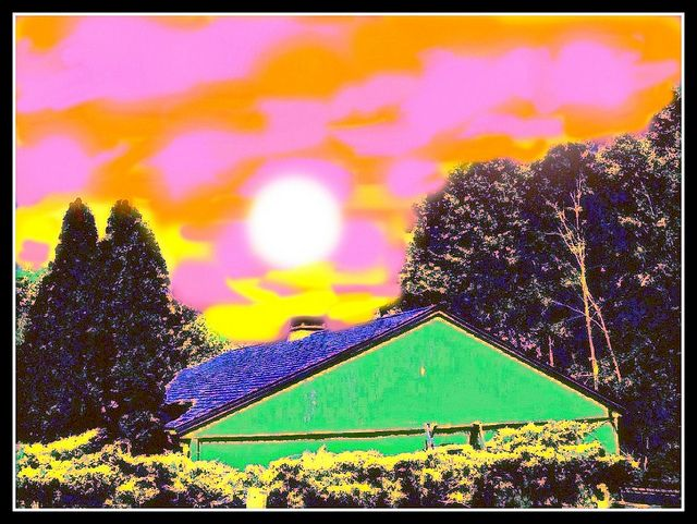 Sunset At The Green Shed With...    Enjoy, like :) http://www.yuhuhu.com/