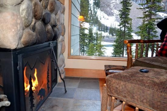 Moraine Lake Lodge In 2019 Lake Louise Banff Moraine Lake