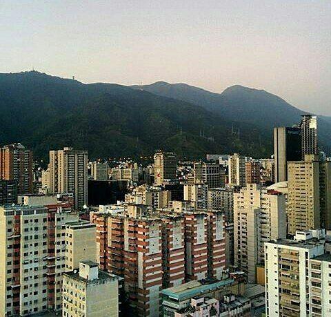 Excelente inicio de semana!  Fotografía cortesía de @esuely  #LaCuadraU #Caracas #GaleriaLCU #CaracasHermosa
