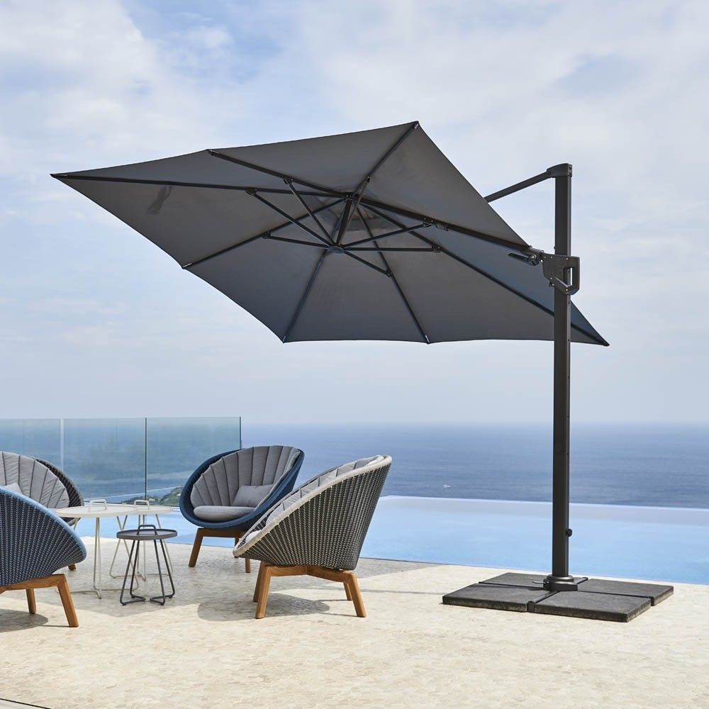 The #HydeLuxeCantileverParasol from #Caneline is a sleek offset