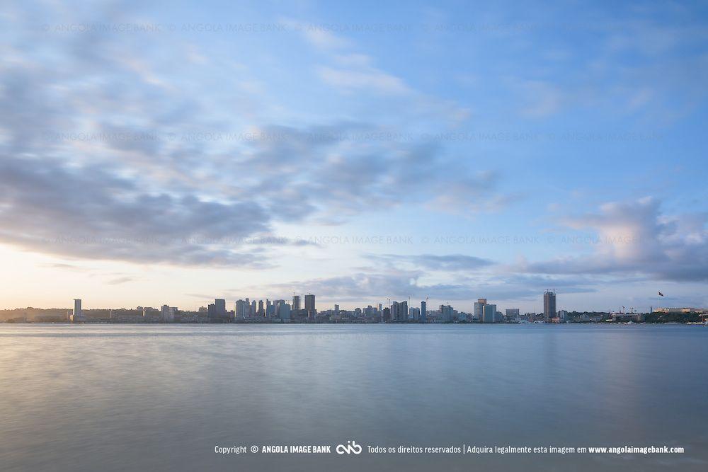 #Luanda ao nascer de um novo dia. Capital de #Angola.