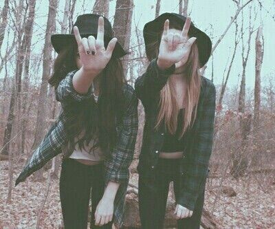 Image via We Heart It #bestfriends #fall #fashion #grunge #indie #lifestyle #rock #vibes