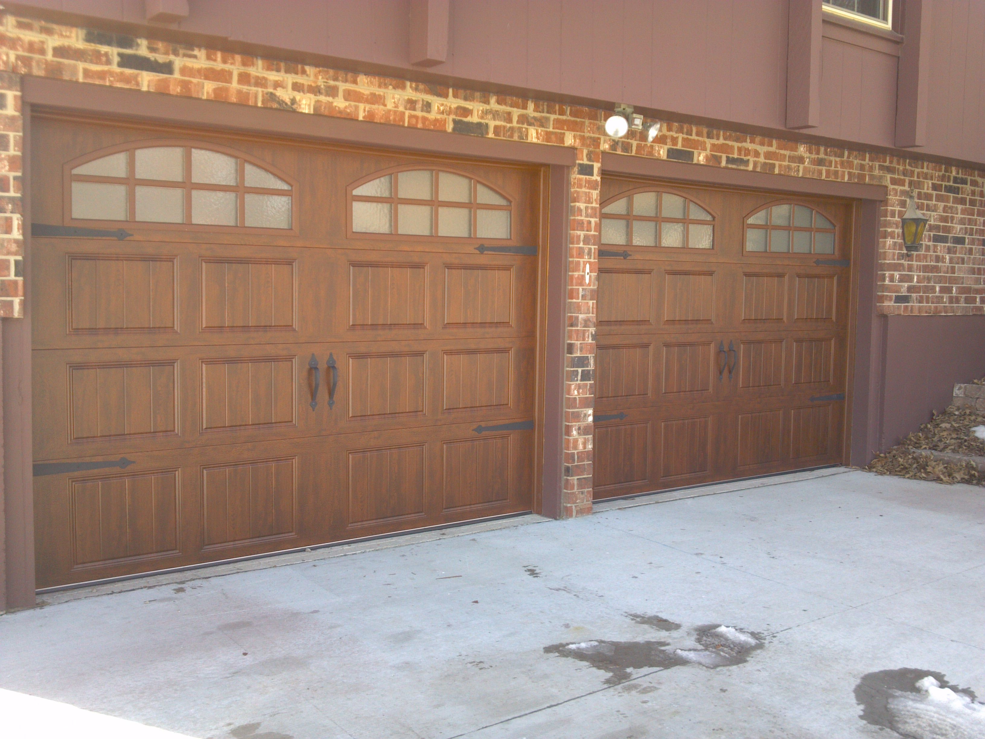 Clopay gallery collection carriage style ultragrain finish for Clopay steel garage doors