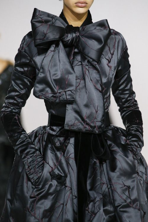 improbabilefashionista: Marc Jacobs at New York Fall 2016 (Details)