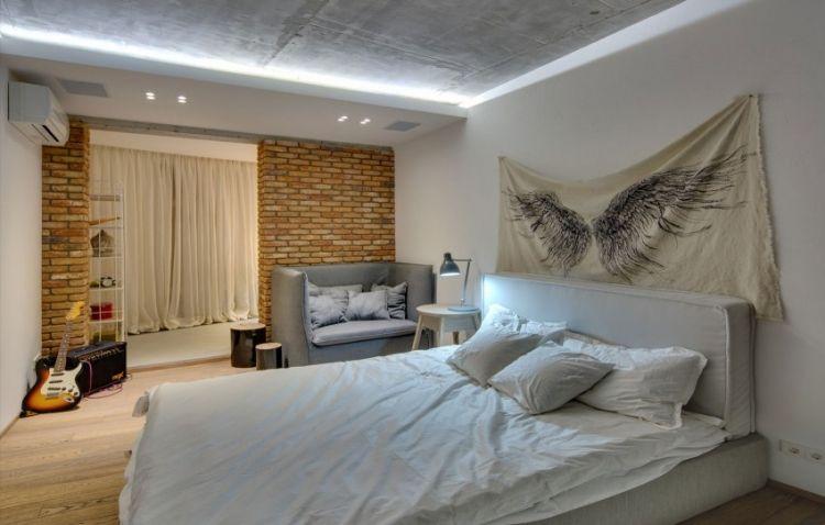 Schlafzimmer Deckenbeleuchtung #17: Indirekte-LED-Deckenbeleuchtung-schlafzimmer-ziegelwand-sichtbeton-decke