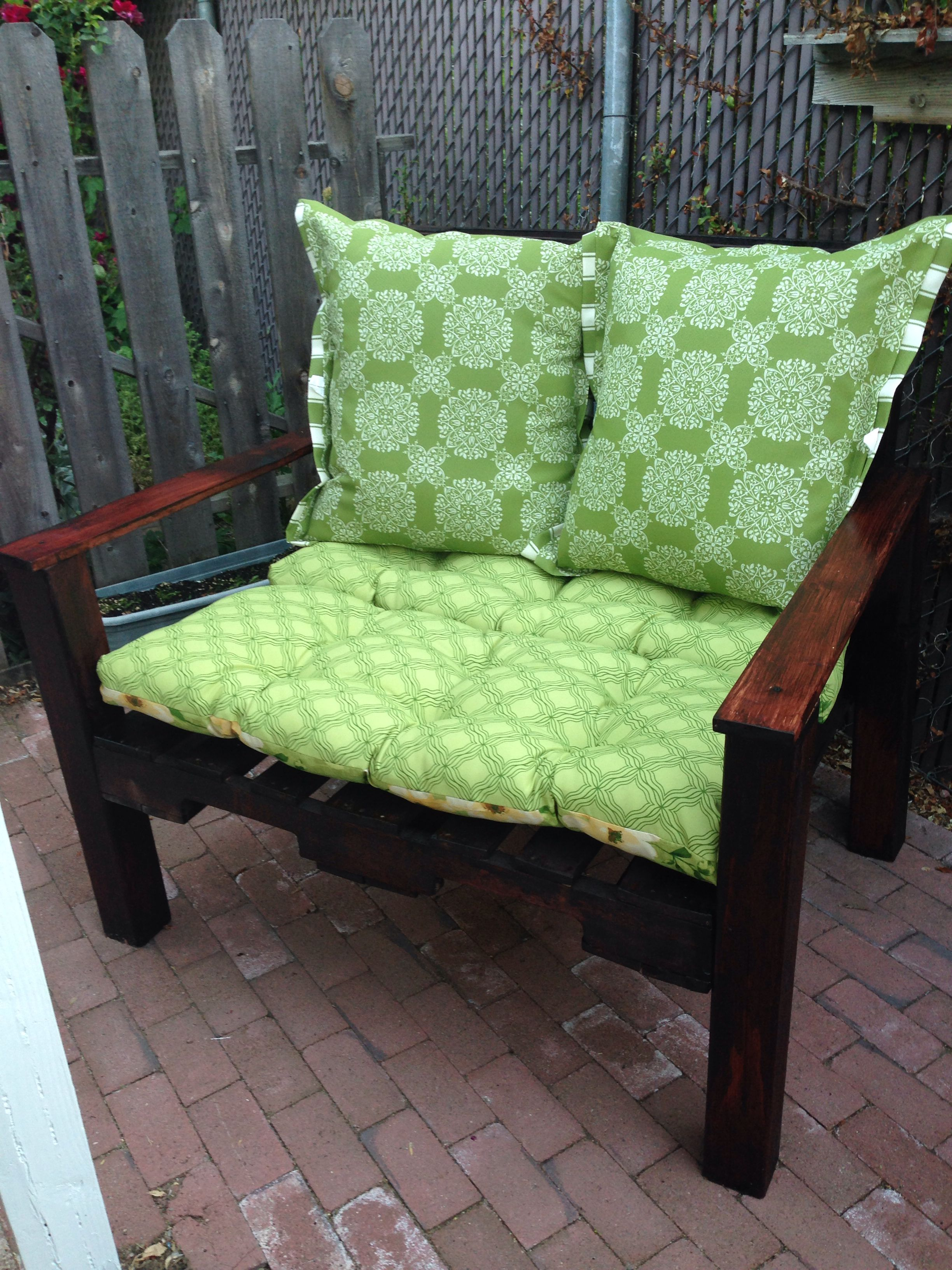 """Two pallet patio """"Love Seat"""""""