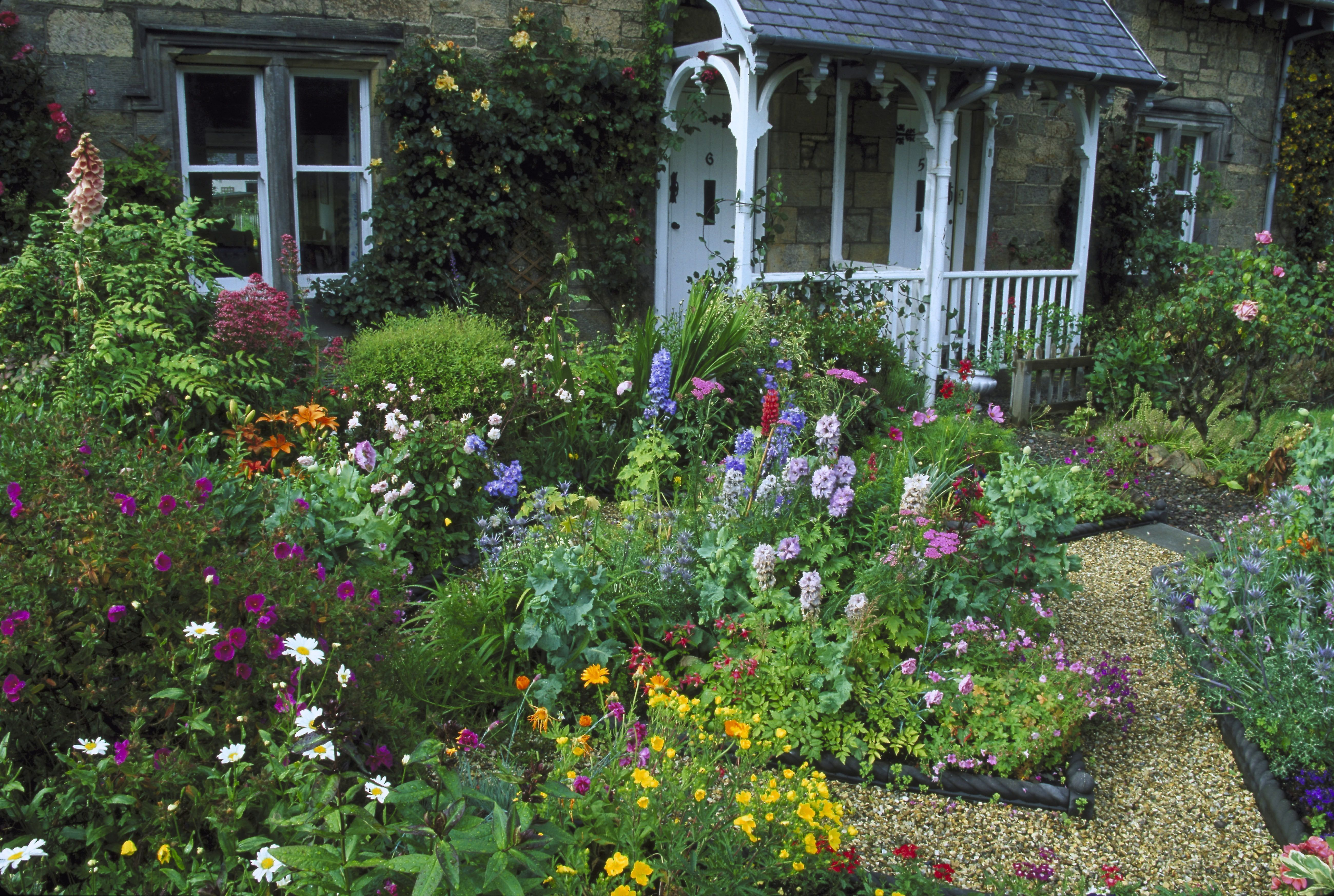 Flower Beds To Inspire Your Front Yard
