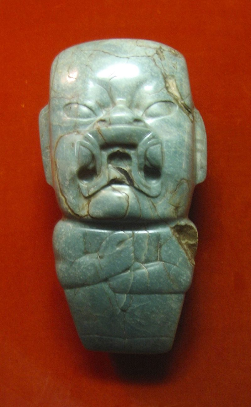 """Olmèques - Hache en jade dite """"Kunz"""" à l'effigie du Were-jaguar (ou bébé-jaguar)"""