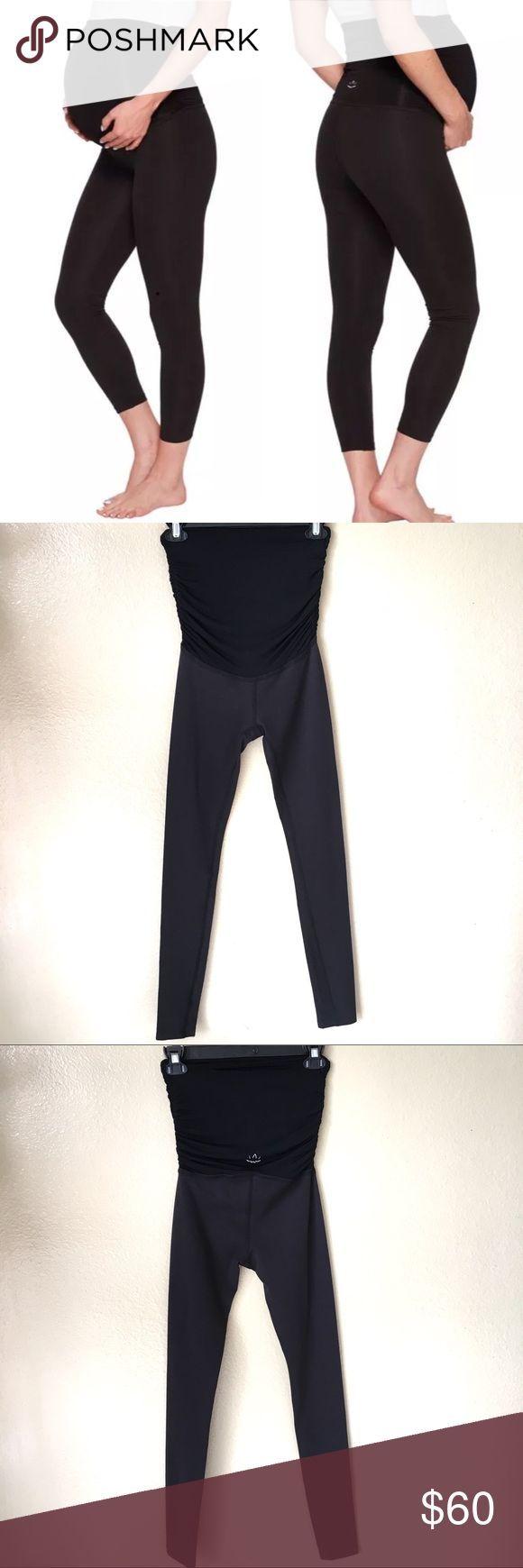 """20fe408163f8f1 NWOT Beyond The Bump Yoga Pants Leggings XS Beyond the Bump by Beyond Yoga  """"Hug"""