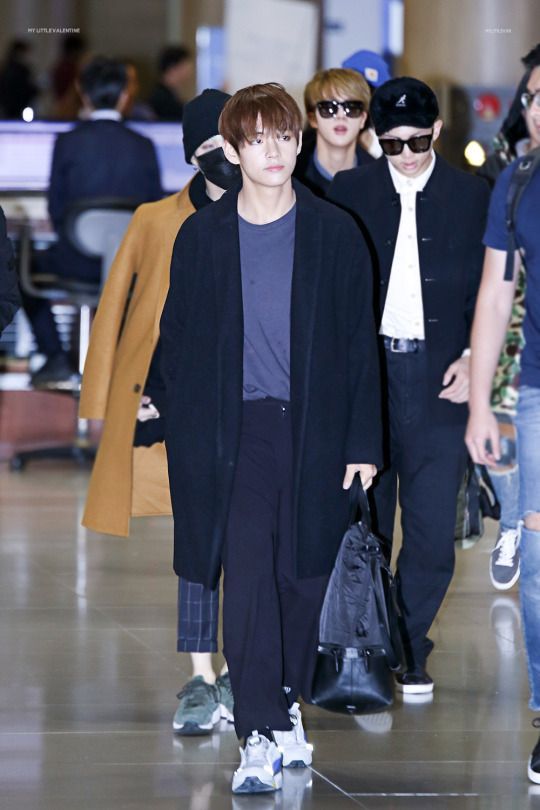taehyung-outfit-black-coat