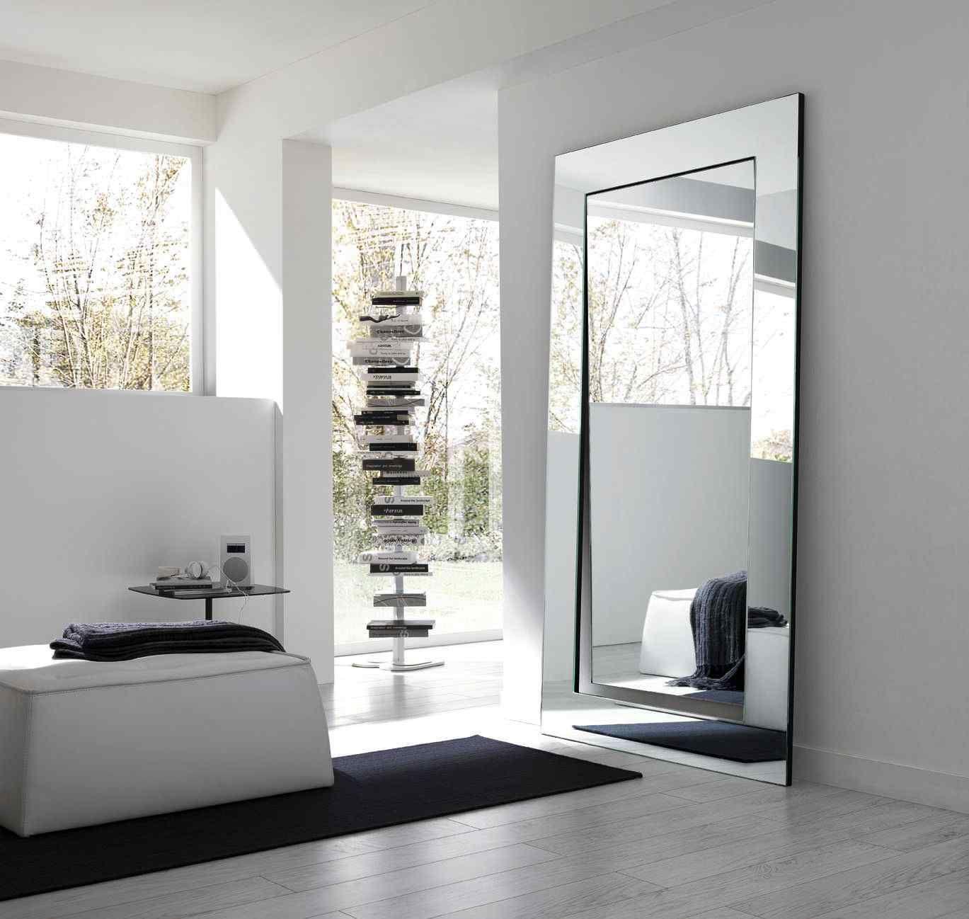 grand miroir design salon mur idee