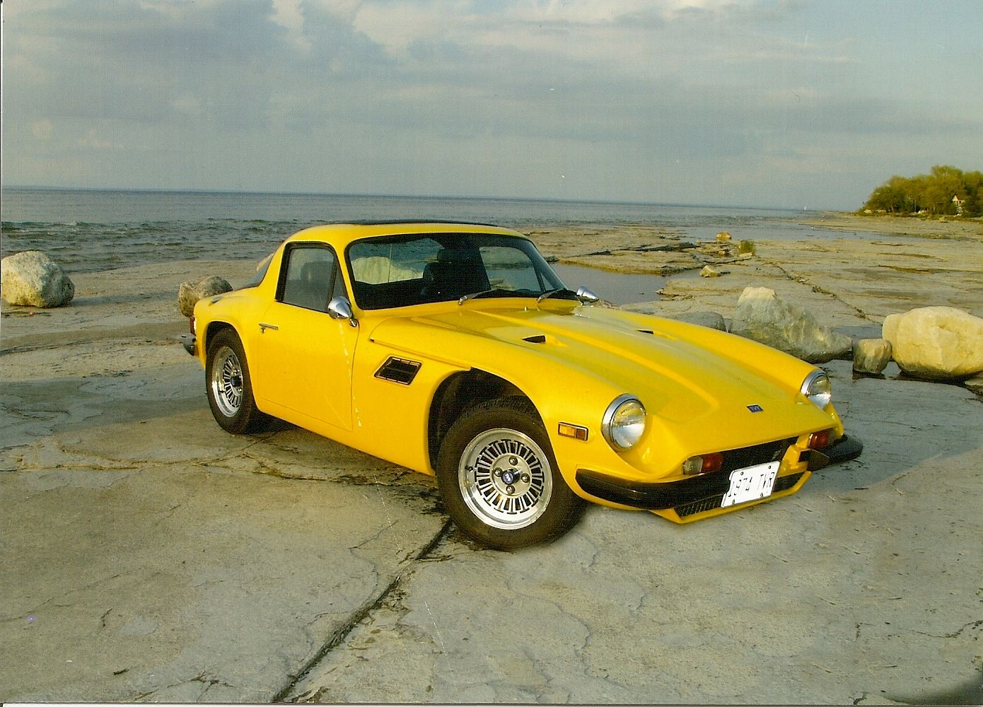 yellow tvr 2500m tvr pinterest cars and sports coupe. Black Bedroom Furniture Sets. Home Design Ideas