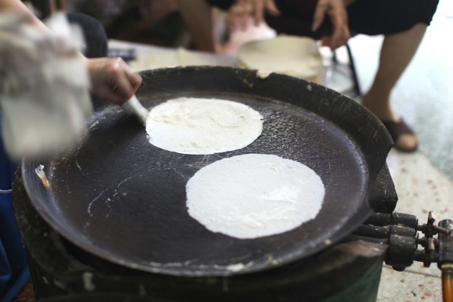 Video: zo wordt rijstpapier gemaakt (  culinaire inspiratie)