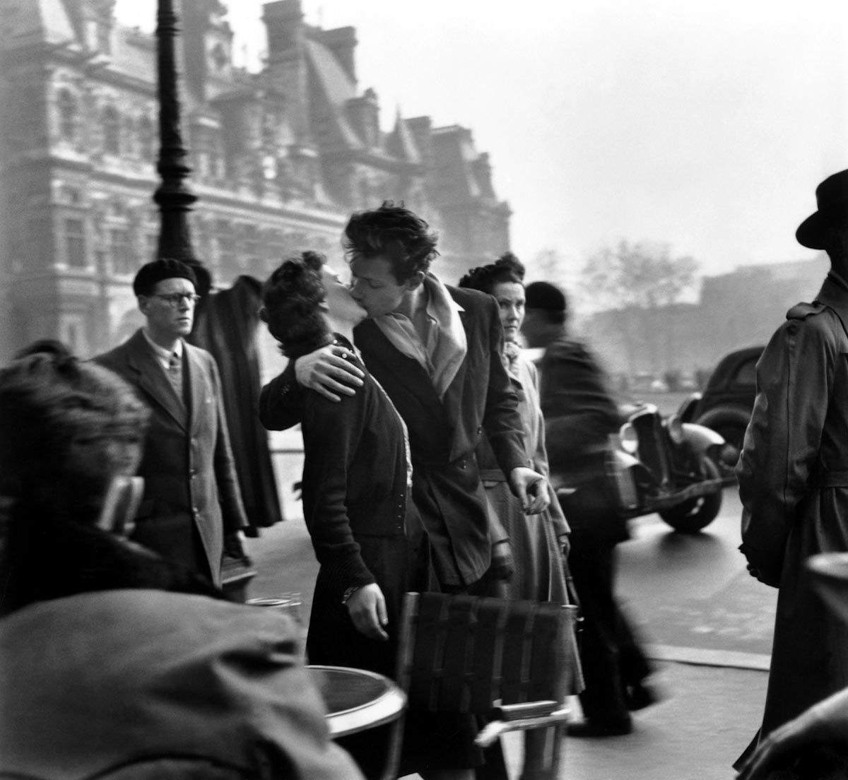 Robert Doisneau Kiss By The Hotel De Ville 1950 Paris France