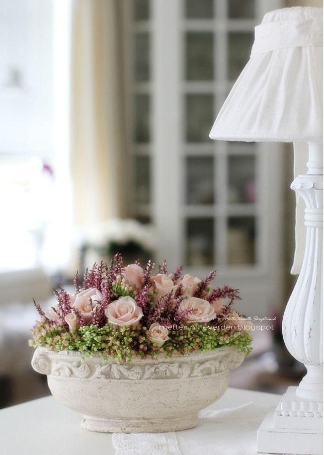 Senhorita Mette: Lâmpada de novo em casa, e flores no lugar ...
