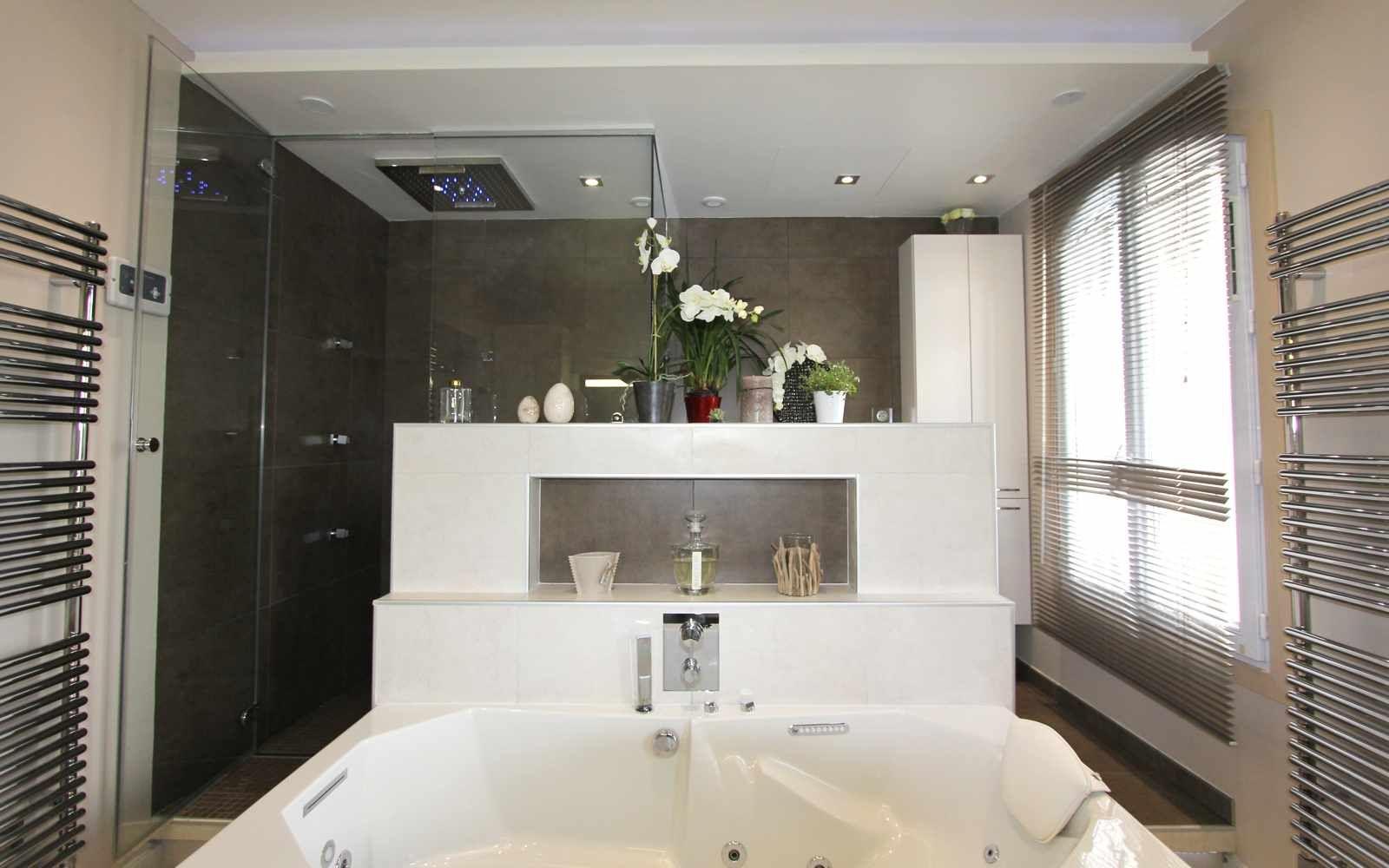 Salle De Bain Aspect Bois ~ Salle De Bain Parentale Bathroom Par Denis Gillet La Douche Sur