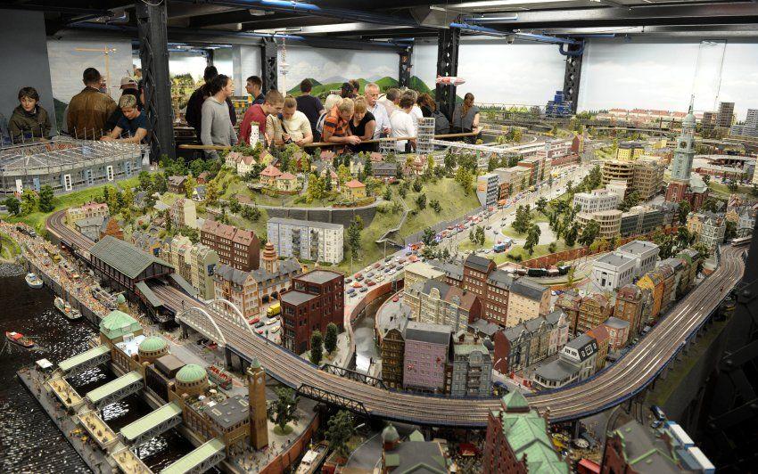 Hamburg Szenerie Im Miniatur Wunderland Die Grosste Modelleisenbahn Der Welt Miniatur Wunderland Hamburg Wunderland Hamburg Miniaturwunderland