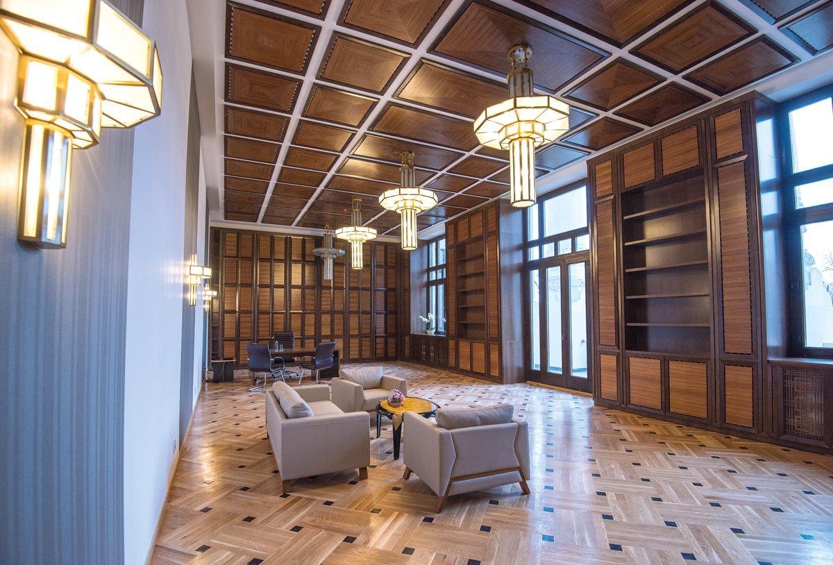 Primăria Municipiului Bucureşti, Iniţial Ministerul Lucrărilor Publice – 1906-2016 - Cabinetul primarului general, înainte de mobilarea completă. © Cătălin Agopian