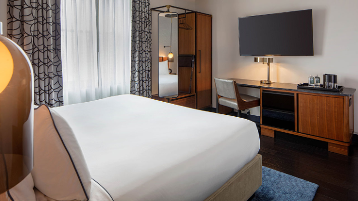 Spacious Hotel Rooms near Country Music Hall of Fame | Holston House  Nashville (With images) | Hotels room, Hotel