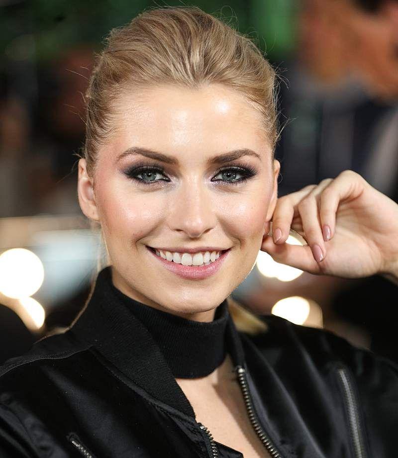 Keine Frage: Lena Gercke ist eine wahre Traumfrau. Und leicht bekleidet verdreht das Model vor allem ihren männlichen Fans den Kopf...Mit ihren eisblauen Augen, demstrahlenden Lächeln und ihremtollen