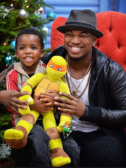 Star Tracks: Wednesday, December 10, 2014 | SO GIVING | Hard to decide who's sporting a bigger smile – Ne-Yo, his adorable new buddy or the Teenage Mutant Ninja Turtle, who all get together during a visit to the Boys & Girls Club of Miami-Dade in Florida on Tuesday for the Compound Foundation's annual Holiday Giving Tour.